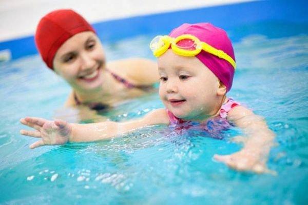 Простые занятия плаваньем с пеленок.