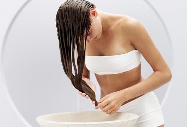 Ополаскивание волос уксусом: польза, пропорции, рецепты