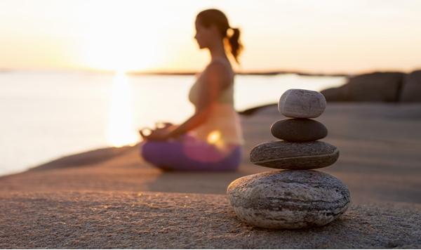 Йога в качестве терапии при метеозависимости