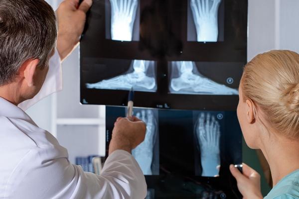 Болят коленные суставы у ребёнка