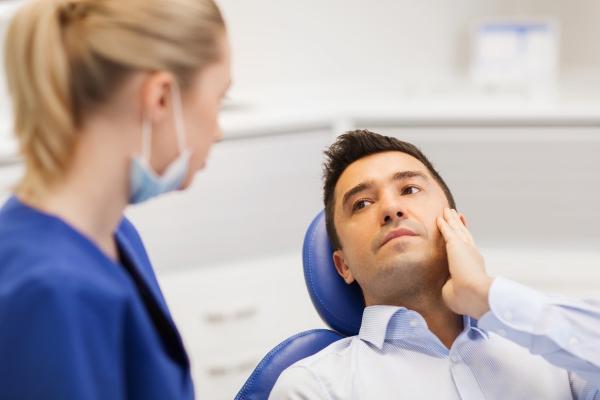 Визит к стоматологу при зубной боли