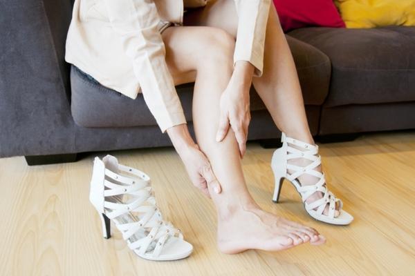 Отек ног при ношении неудобной обуви
