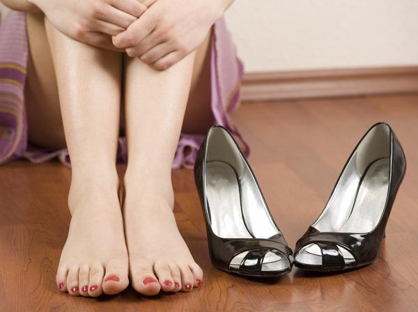 Неудобная обувь и покалывание ног
