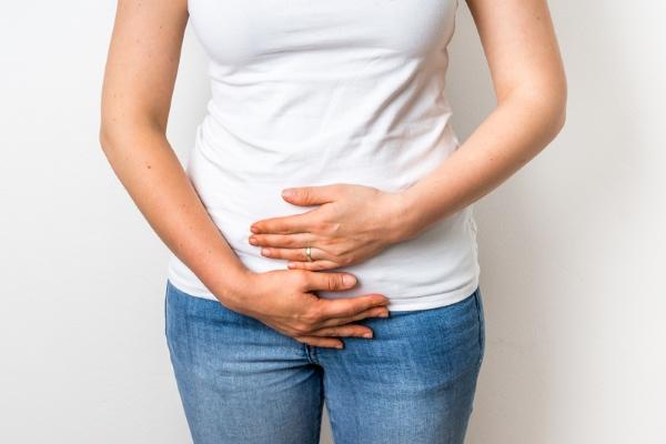 Недержание мочи у женщин: причины и лечение (таблетки, упражнения)