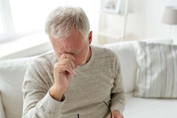 Почему болит левое ребро сбоку