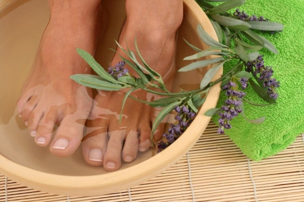 Ванночки с травами при боле в пальцах ноги