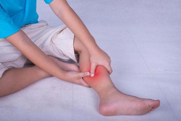 Боль в икроножной мышце у ребенка