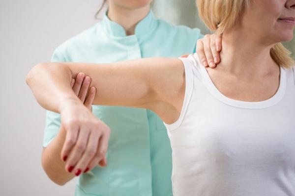 Консультация у врача при мышечных болях