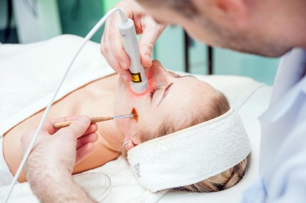 Косметологические процедуры при постакне
