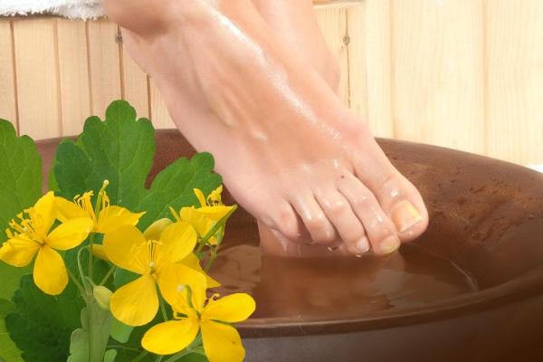 Ванночка для ногтей с чистотелом