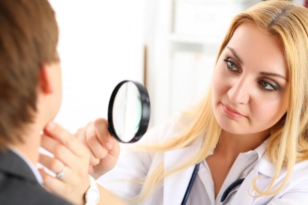 Жирная себорея лица и кожи головы: причины, симптомы, лечение