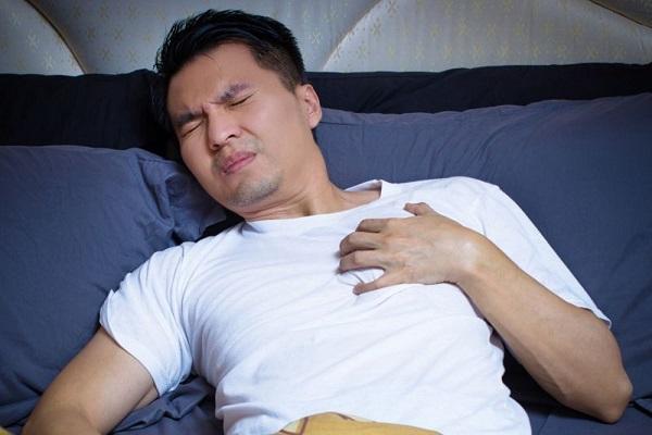Почему ночью поднимается давление: причины и лечение